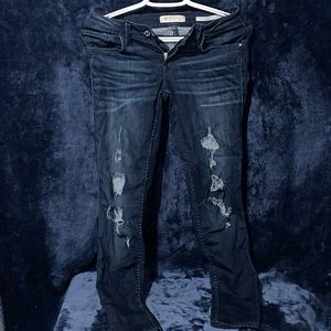 DISTRESSED BLUE GUESS JEANS
